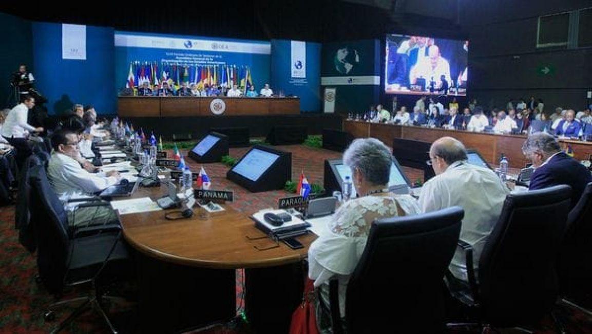 'Ofrece' su puesto secretario de OEA