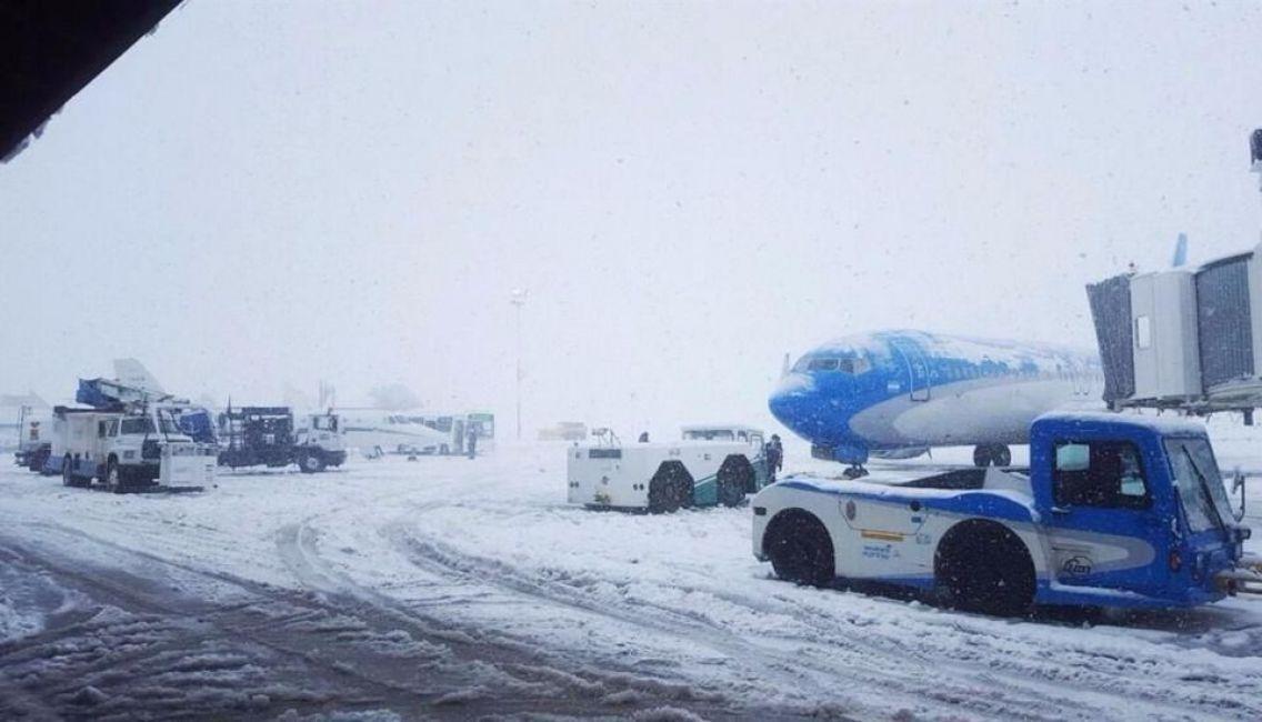 Por fuertes nevadas, cerraron dos aeropuertos en la Patagonia