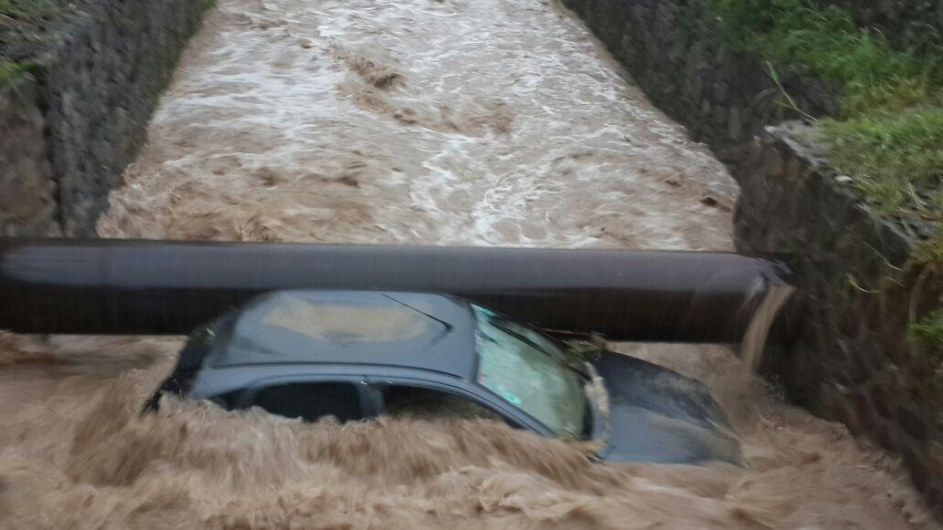 Ríos crecidos y evacuados por las fuertes tormentas