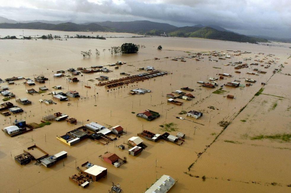 Las inundaciones dejaron dos muertos y cientos de evacuados — Temporal en Florianópolis
