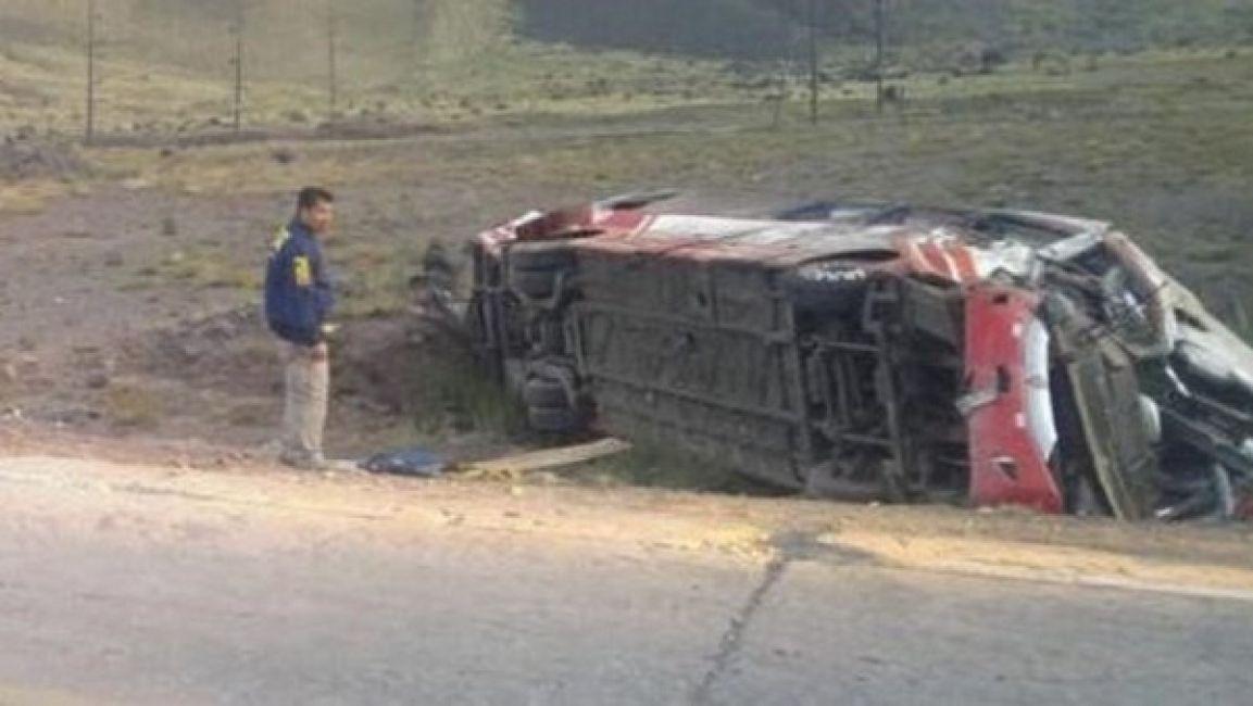 Mendoza: desbarrancó un micro, hay tres menores muertos y 25 heridos