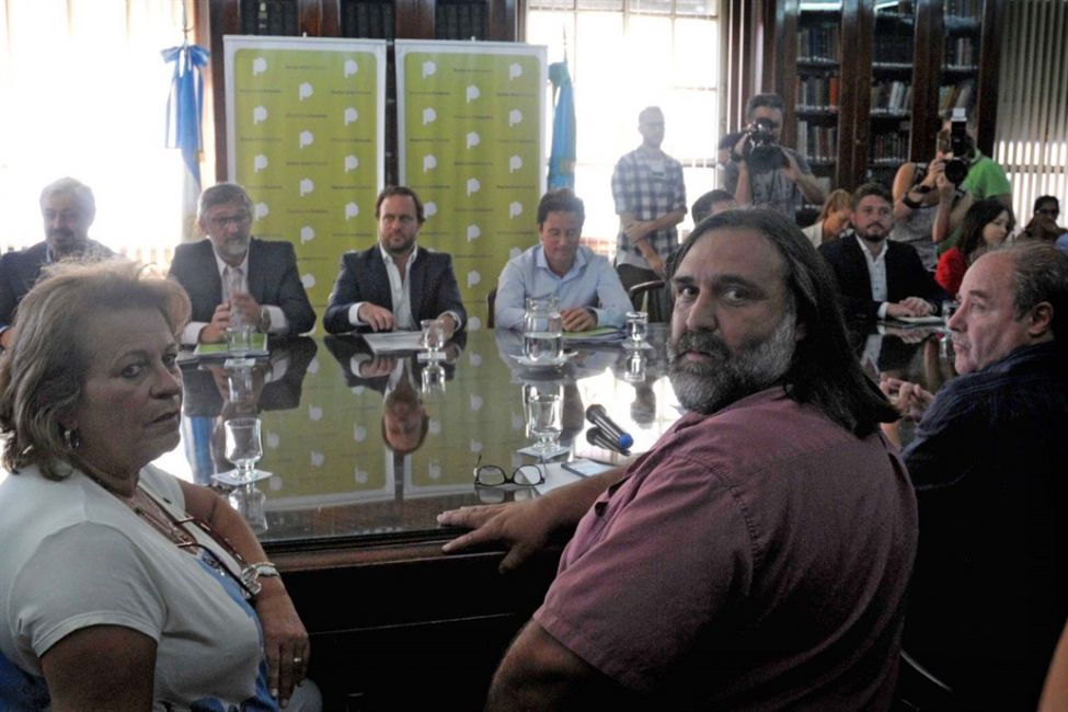 Baradel presionó y Vidal convocó a una nueva reunión salarial