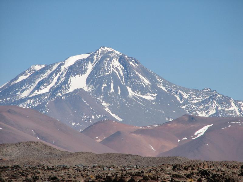 Rescataron a los andinistas que estaban varados en el volcán Llullallaico