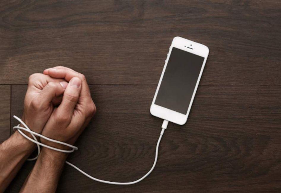 ¿Aceptarías vivir un año sin tu smartphone a cambio de 100.000 dólares?