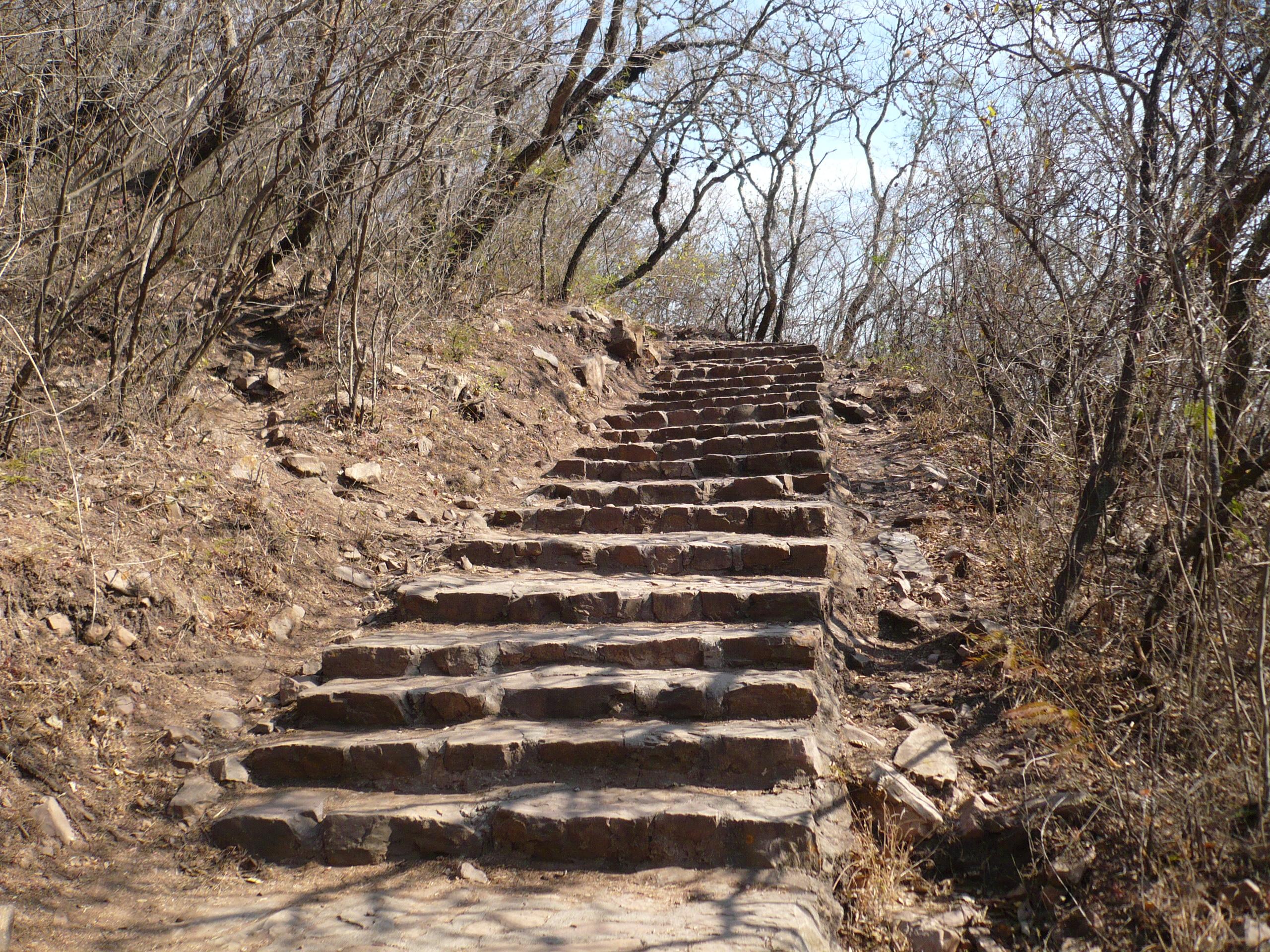 Un mayor de edad falleció subiendo al cerro