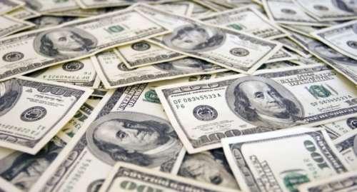 El dólar cayó a mínimo en casi 4 meses