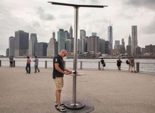 Cargadores públicos para celulares con energía solar