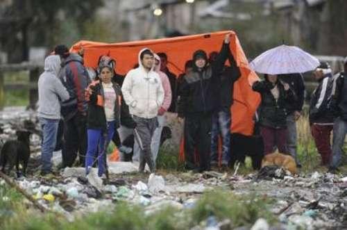 Cerca de 300 policías desalojaron el predio tomado en Moreno