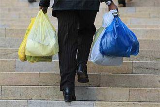 Impulsan el reemplazo de las bolsas plásticas de los supermercados